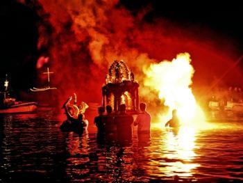 蒂诺斯岛耶稣受难日仪式11