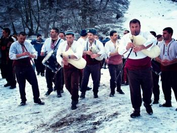 保加利亚主显节上的荷鲁舞