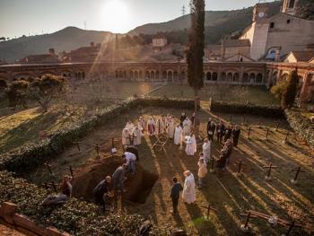 隐修院的葬礼12