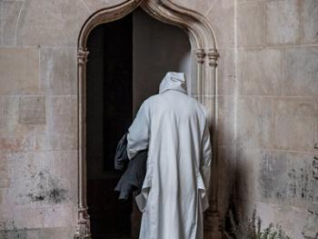隐修院的葬礼13