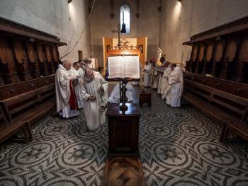 隐修院的葬礼07