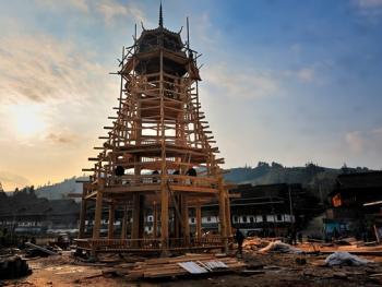 侗寨建鼓楼