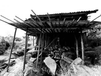 HPA9BP-11154-石头上的苗屋09