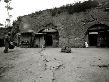 太行山里的纯生土窑
