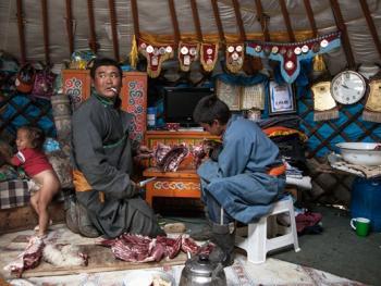 蒙古年轻牧民的生活13