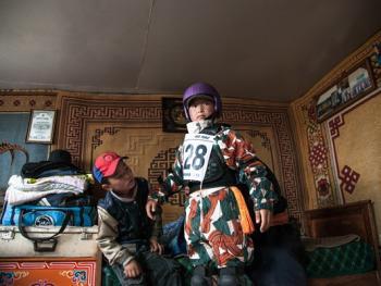 蒙古年轻牧民的生活02