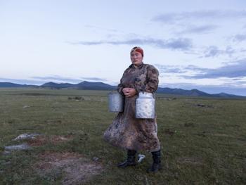蒙古年轻牧民的生活05