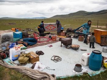 蒙古年轻牧民的生活08