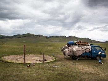 蒙古年轻牧民的生活09