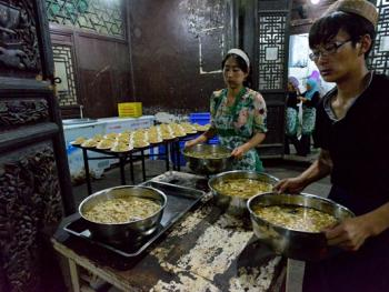 西安清真大寺的斋饭习俗11