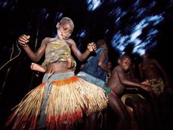 中非森林中的巴亚卡人03
