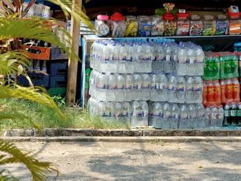 缅甸路边的免费饮水罐10