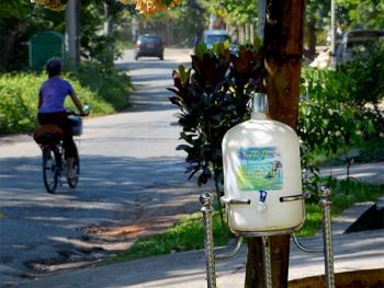 缅甸路边的免费饮水罐12
