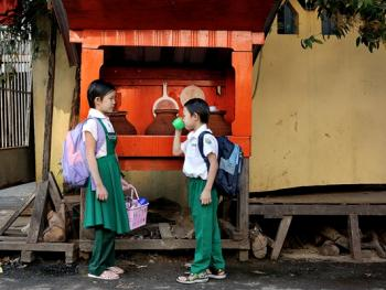 缅甸路边的免费饮水罐05