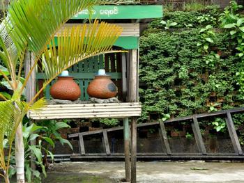 缅甸路边的免费饮水罐06