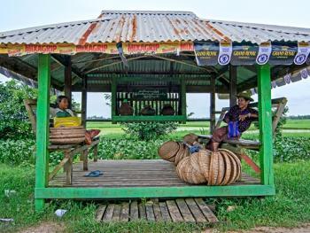 缅甸路边的免费饮水罐08