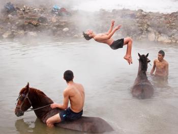 内梅鲁特湖温泉浴马2
