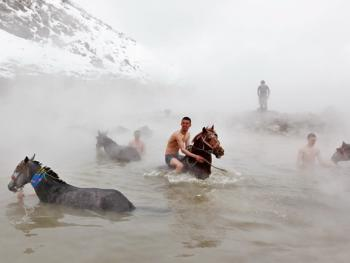 内梅鲁特湖温泉浴马9