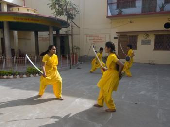 印度格鲁库中的女性12
