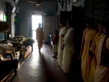 印度格鲁库中的女性01