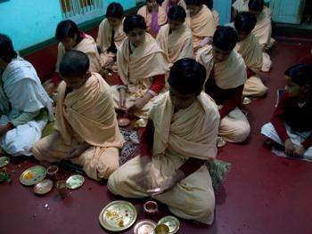 印度格鲁库中的女性02
