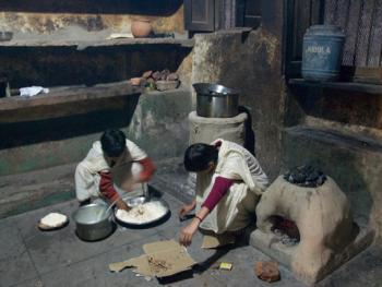 印度格鲁库中的女性07