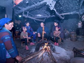 蘑菇房里的哈尼火塘13