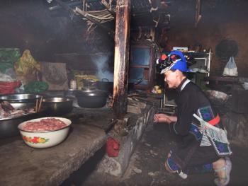蘑菇房里的哈尼火塘06