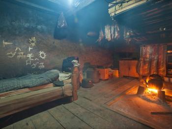 蘑菇房里的哈尼火塘09