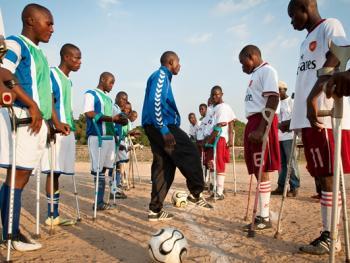 塞拉利昂残疾人的体育生活07