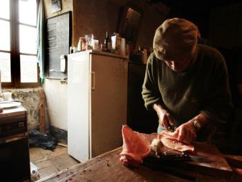 法国南部乡村宰猪习俗10