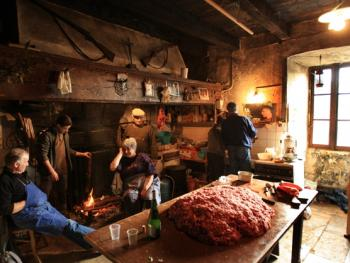 法国南部乡村宰猪习俗09