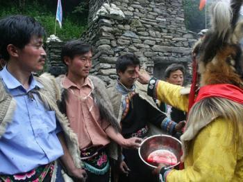 羌人祭山09