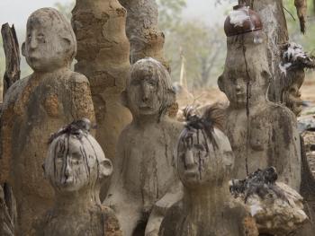 帕拉村灵性石人