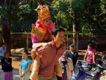 傣族男童入寺仪式06