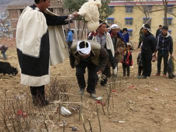 彝族送祖归灵仪式12
