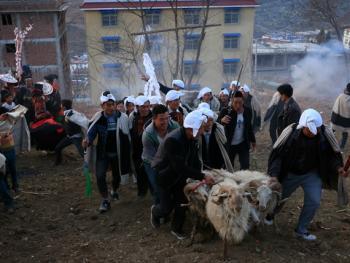 彝族送祖归灵仪式07