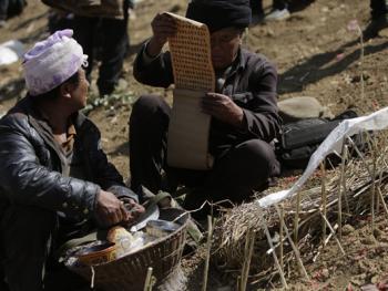 彝族送祖归灵仪式08