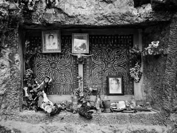 托拉雅人的葬俗