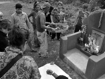 加尔各答华人的捡骨葬10