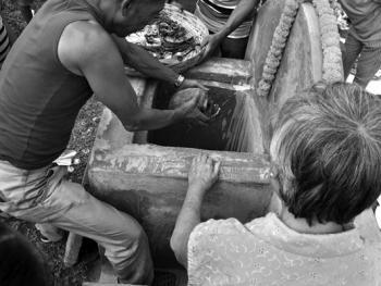 加尔各答华人的捡骨葬11