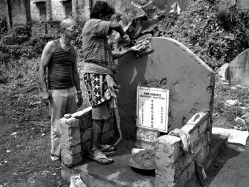 加尔各答华人的捡骨葬06