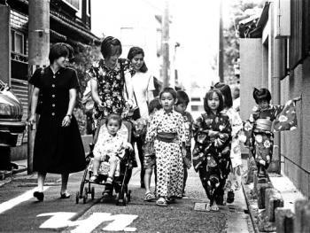 穿和服的日本人01