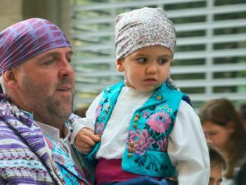 巴伦西亚法雅节游行者的服饰12