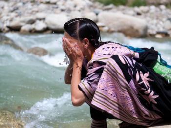 巴基斯坦卡拉什女人的服饰05
