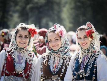 保加利亚传统服饰1