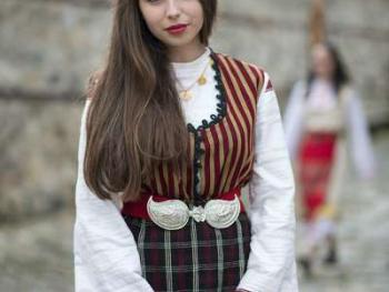 保加利亚传统服饰3