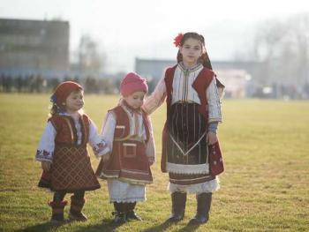 保加利亚传统服饰5