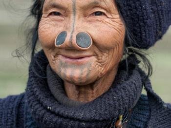 阿帕坦尼妇女的纹面及鼻塞06