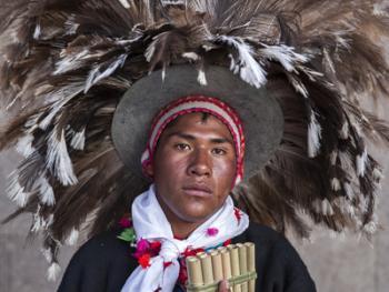 秘鲁普诺圣烛节服饰